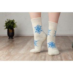Шерстяные носки с рисунком снежинок